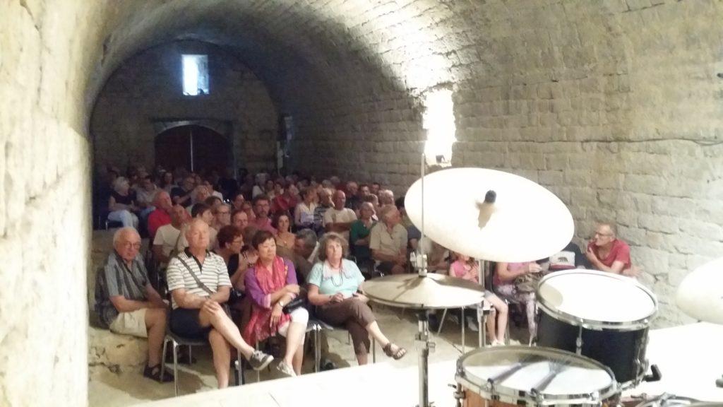Piero iannetti, concert en église, avec Frédéric Chopin jazz project, public, la commenderie des templiers à Jalès.