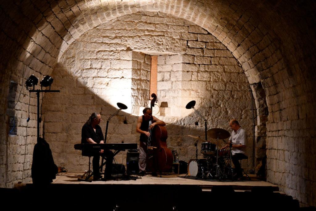 Piero iannetti, concert en église, avec Frédéric Chopin jazz project, commanderie de templiers de Jalès.